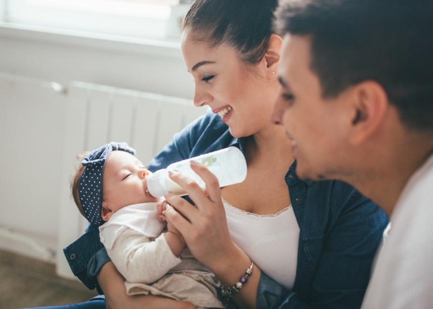 Μπιμπερό: Πώς να προετοιμάσεις το μπουκάλι για το τάισμα του μωρού σου | tlife.gr