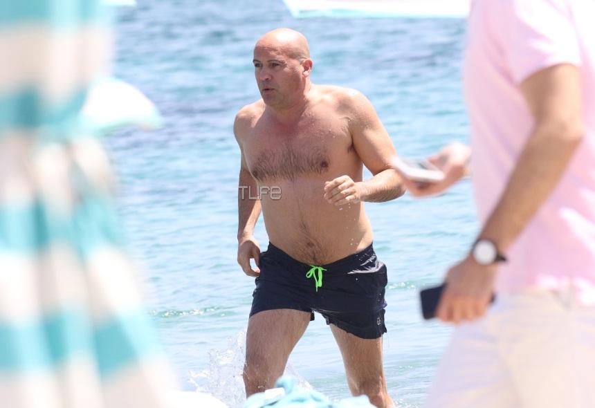 Ο Billy Zane συνεχίζει τις βουτιές του στην Μύκονο! [pics]   tlife.gr