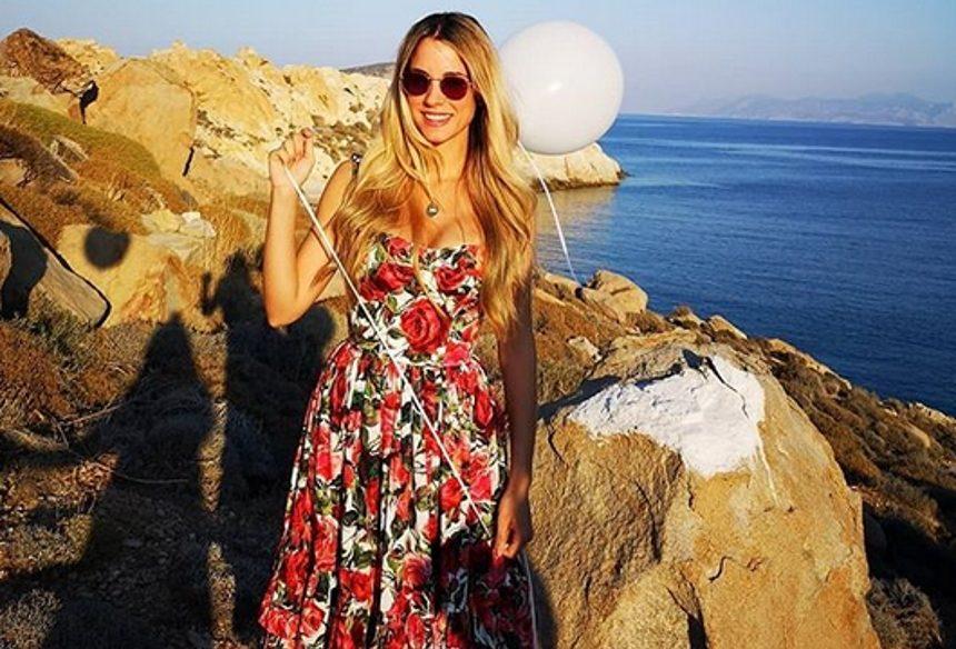 Δούκισσα Νομικού: Στη Σέριφο για το γάμο της κολλητής της! [pics]   tlife.gr