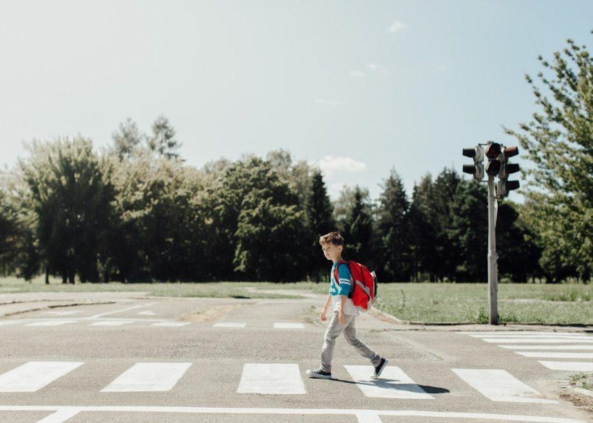Σε ποια ηλικία μπορεί ένα παιδί να απολαύσει την πρακτική του free-range parenting; | tlife.gr