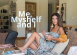 Me, myshelf and I με την Βασιλική Ρούσσου. Είδαμε τι καλλυντικά έχει στο νεσεσέρ και το σπίτι της!