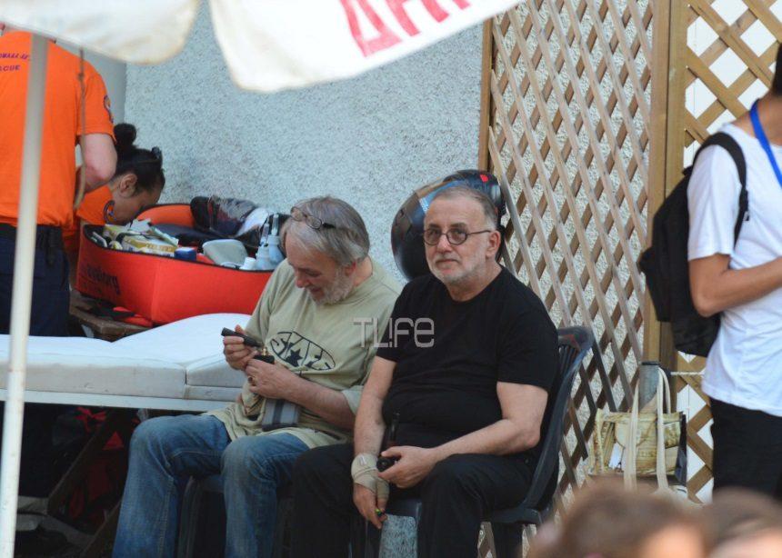 Ανδρέας Μικρούτσικος: Στο πλευρό του αδερφού του, Θάνου – Το τραγούδι που του αφιέρωσε από τη σκηνή [pics] | tlife.gr