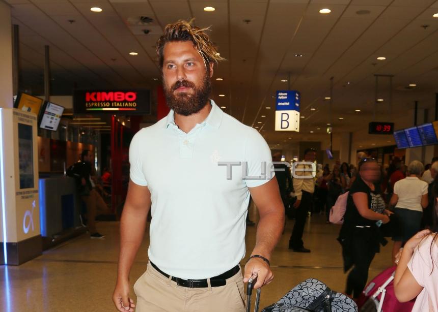 Νάσος Παπαργυρόπουλος: Η επιστροφή από τον  Άγιο Δομίνικο και η έκπληξη που τον περίμενε στο αεροδρόμιο!