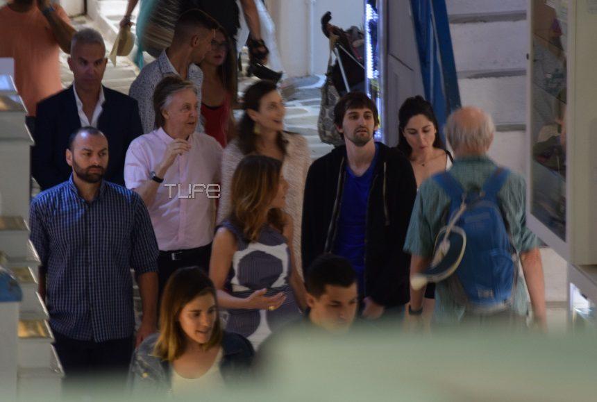 Ο Paul McCartney κάνει βόλτες στα σοκάκια της Μυκόνου! [pic] | tlife.gr