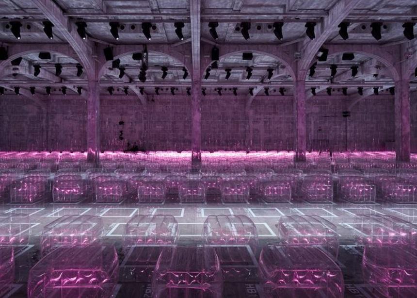 Η… επέλαση των neon lights και του φουτουρισμού στο τελευταίο show του οίκου Prada | tlife.gr