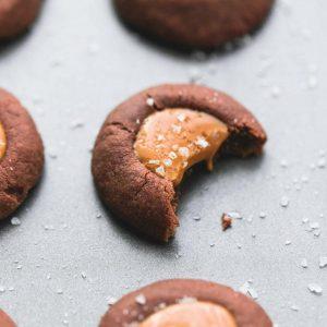 Μπισκότα σοκολάτας με salty καραμέλα