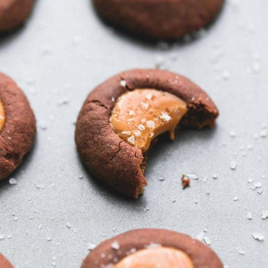 Μπισκότα σοκολάτας με salty καραμέλα | tlife.gr