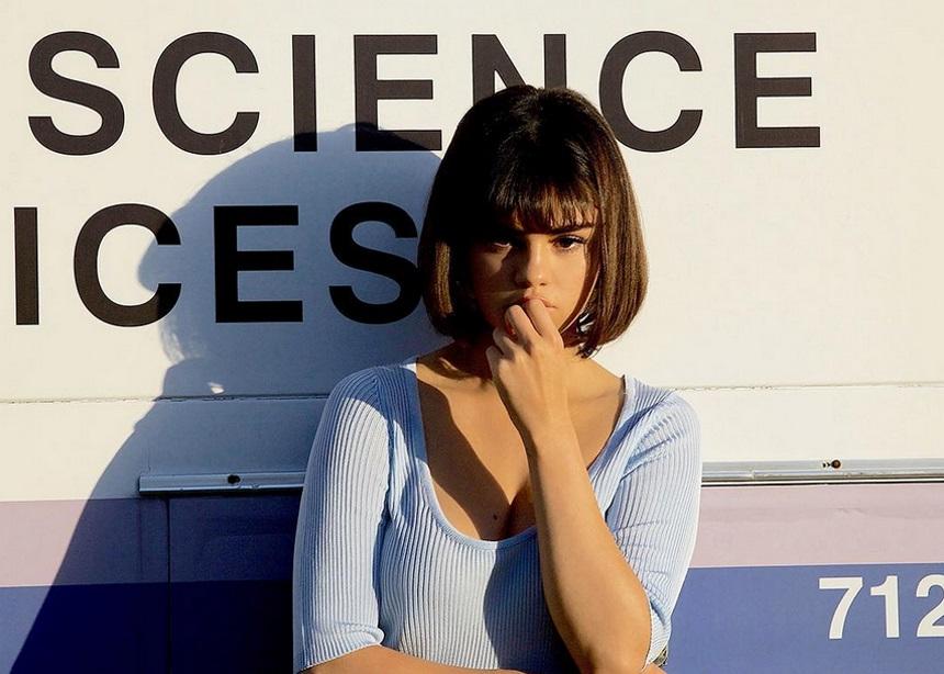 Η εμφάνιση της Selena Gomez σχολιάστηκε αρνητικά από αυτόν το διάσημο σχεδιαστή | tlife.gr