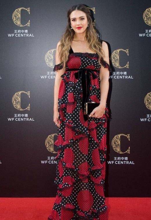 Η Jessica Alba με Valentino