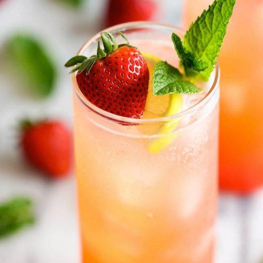 Sparkling λεμονάδα με φράουλα | tlife.gr