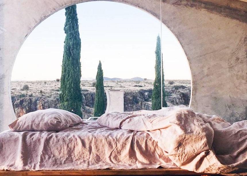 Summer bedrooms: 10 stylish υπνοδωμάτια που θα σε παρασύρουν στη δίνη του καλοκαιριού | tlife.gr
