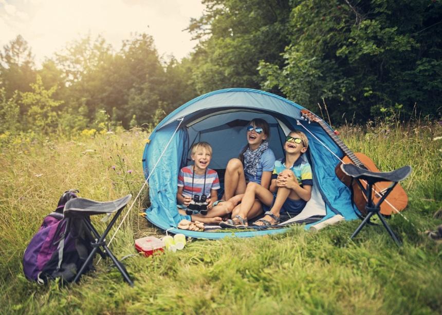 Camping με τα παιδιά: Πώς να κάνεις την οικογενειακή κατασκήνωση μια υπέροχη εμπειρία
