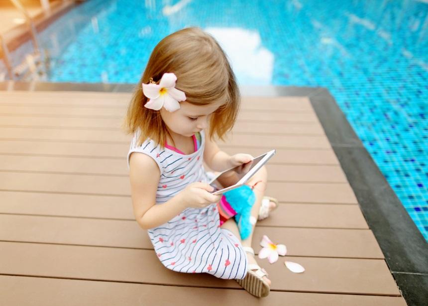 Καλοκαίρι και τεχνολογία: 4 κανόνες για τη χρήση ψηφιακών μέσων από τα παιδιά το καλοκαίρι | tlife.gr