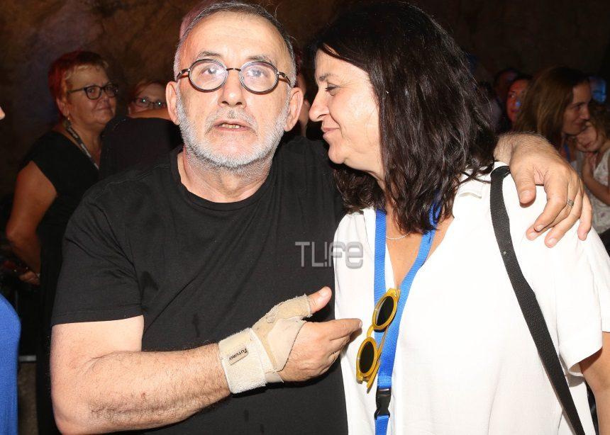 Θάνος Μικρούτσικος: Η σύζυγός του και ο γιος του στη μεγάλη συναυλία στο Βύρωνα [pics | tlife.gr