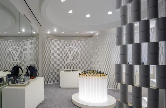 Ο οίκος Louis Vuitton άνοιξε pop up store από κουτάκια αρωμάτων!   tlife.gr