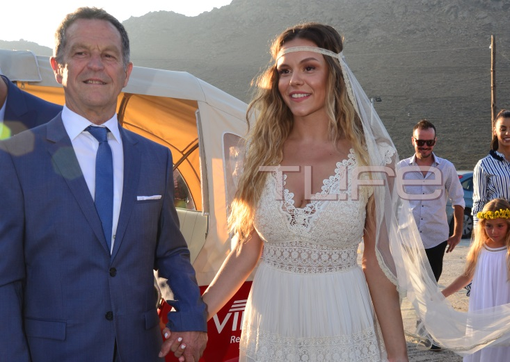 Γιώργος Χρανιώτης: Παντρεύτηκε την αγαπημένη του στην Τήνο! Αποκλειστικές φωτογραφίες | tlife.gr