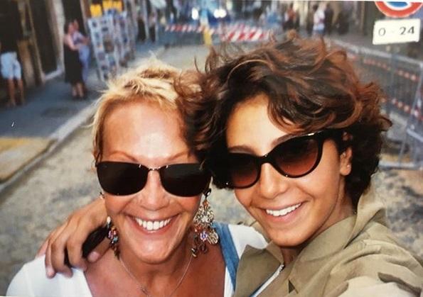 Η Μαρία Ελένη Λυκουρέζου : «Ήμασταν τρεις, μείναμε δύο… Είμαστε τόσο περαστικοί!» | tlife.gr