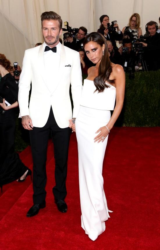 2cc9616dbe https   www.tlife.gr moda celebrities-moda victoria-kai-david-beckham ...