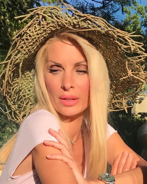 Αυτό είναι το βίντεο της Ελένης από το καμαρίνι της που έχει συγκεντρώσει χιλιάδες views! | tlife.gr