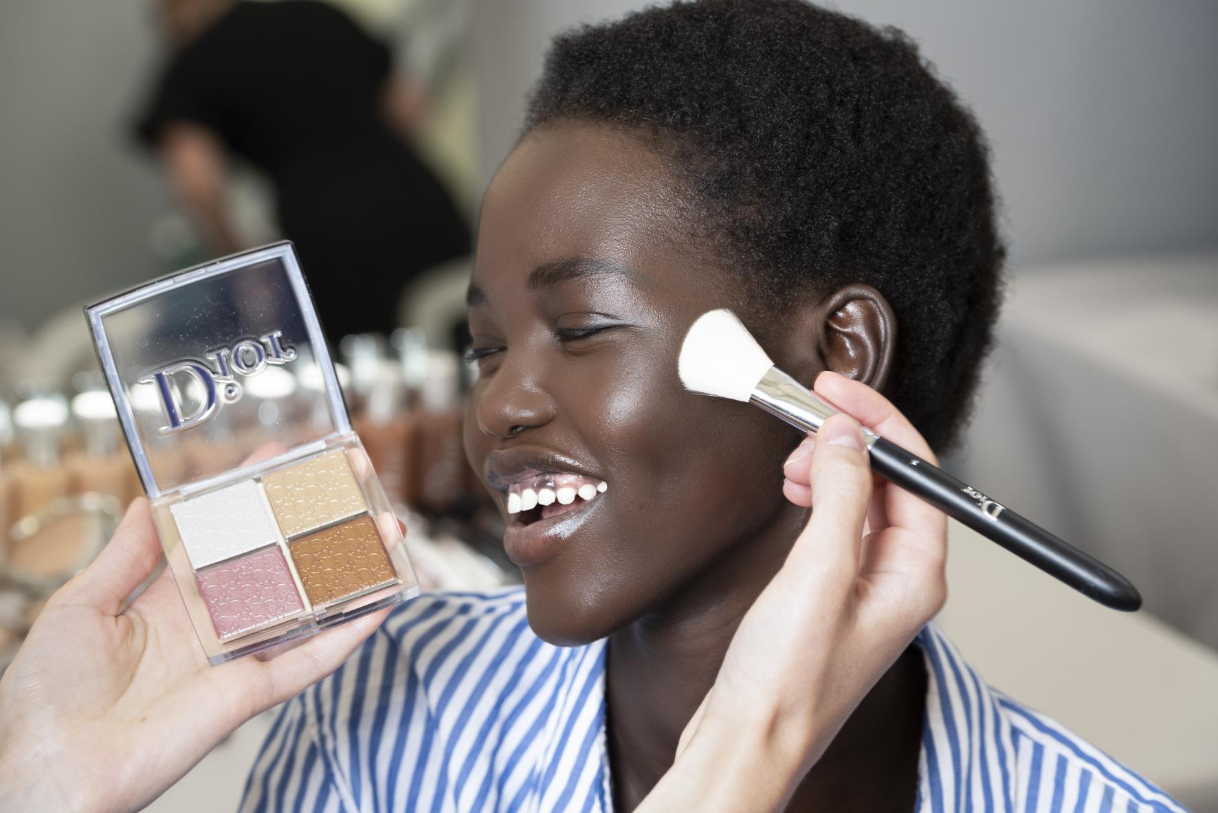 Βήμα- βήμα πώς έγινε το μακιγιάζ της couture συλλογή του Dior για τον επόμενο χειμώνα   tlife.gr