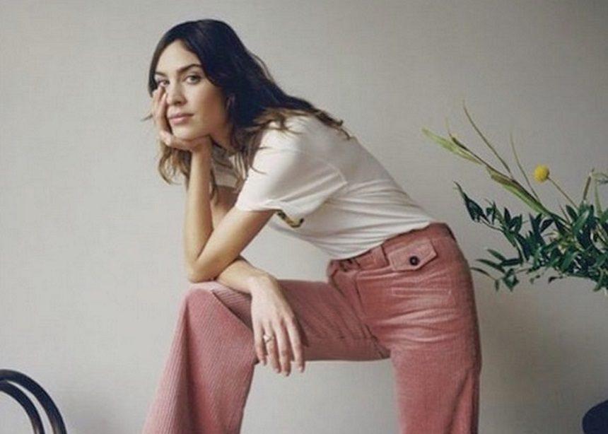 Η Alexa Chung θα παρουσιάσει για πρώτη φορά τη συλλογή της στο London Fashion Week!   tlife.gr