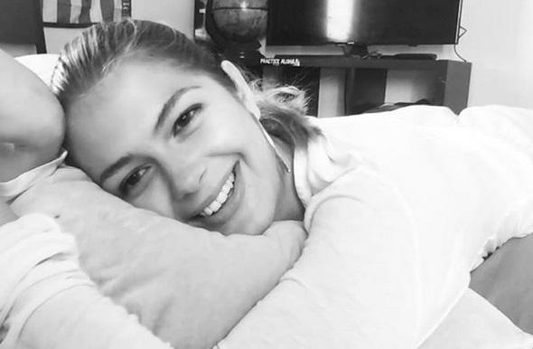 Αμαλία Κωστοπούλου: Η επιστροφή στην Ελλάδα και στην αγκαλιά της μητέρας της! [pics] | tlife.gr