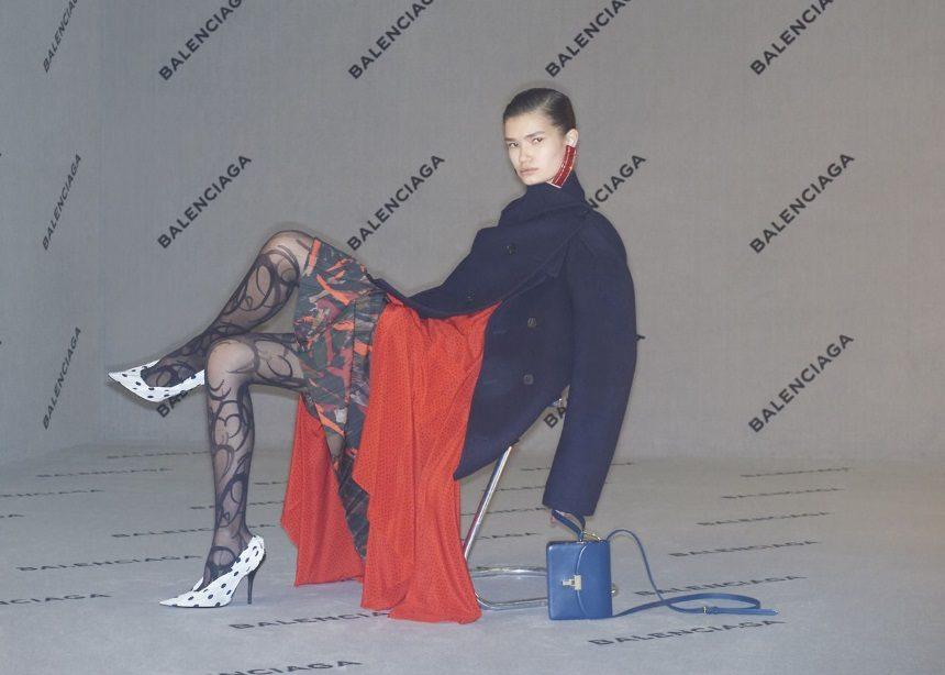 Balenciaga: Ο οίκος λανσάρει γόβες με έμπνευση από τα… Crocs! | tlife.gr