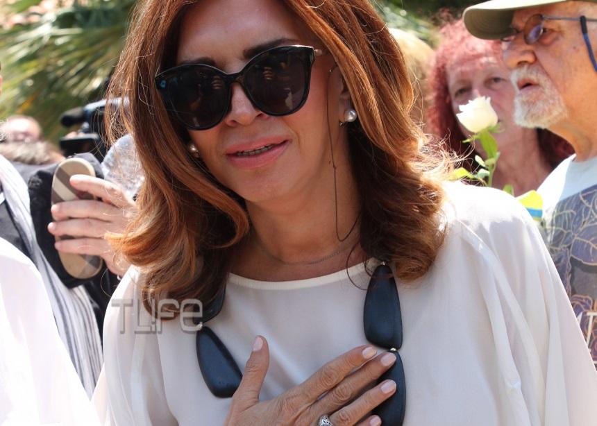 Όλοι ήταν στο τελευταίο αντίο στην Τζέσυ Παπουτσή [pics]   tlife.gr
