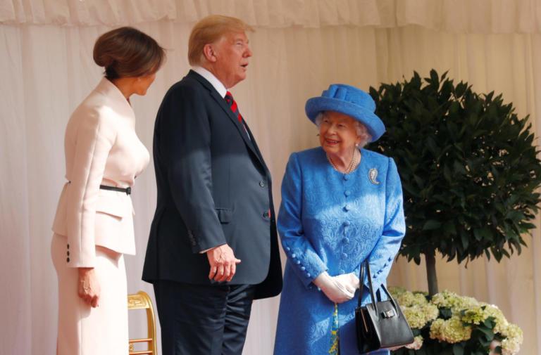 Βασίλισσα Ελισάβετ: Προσπάθησε να «ταπεινώσει» τον Ντόναλντ Τραμπ; | tlife.gr