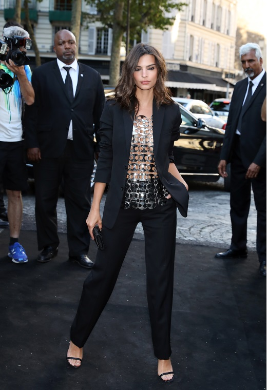 Η Emily Ratajkowski με Saint Laurent | tlife.gr