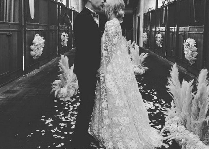 Πρωταγωνίστρια πασίγνωστης σειράς παντρεύτηκε τον αγαπημένο της μετά από δύο χρόνια σχέσης! [pics,video] | tlife.gr