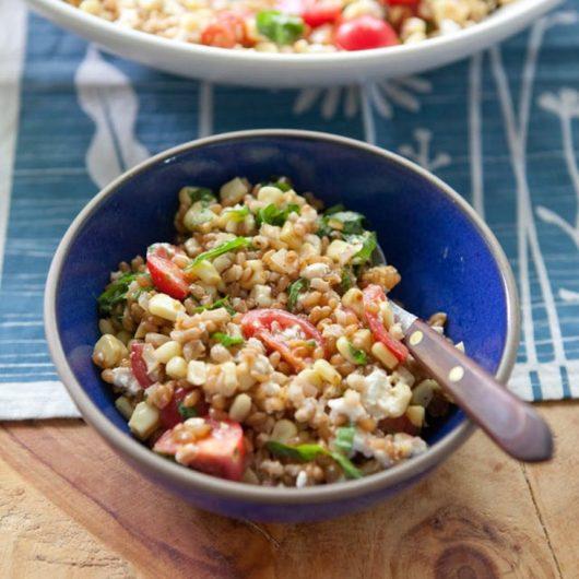 Σαλάτα δημητριακών με ντοματίνια και φέτα | tlife.gr