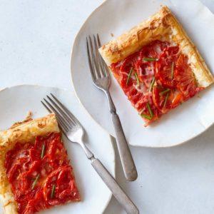 Αρωματική τάρτα ντομάτας με μοτσαρέλα