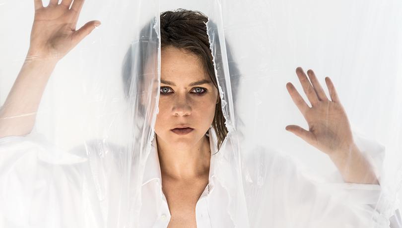 Λένα Παπαληγούρα: «Όταν μου έγινε η πρόταση γάμου, έπεσα από τα σύννεφα» | tlife.gr