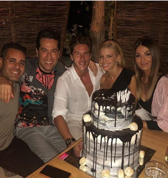 Νίκος Οικονομόπουλος: Η τούρτα υπερπαραγωγή για τα γενέθλιά του, και οι ευχές της Ευαγγελίας Αραβανή! video | tlife.gr