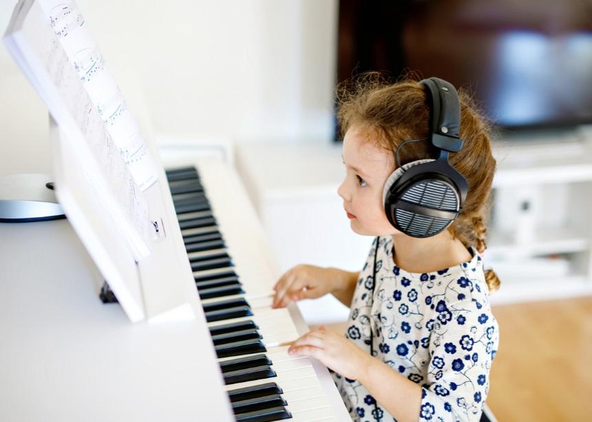 Μήπως είναι ακόμα μικρό για μαθήματα πιάνου; Και όμως, νέα έρευνα λέει το αντίθετο | tlife.gr