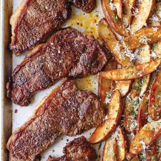 Ζουμερό φιλέτο με πατάτες στο φούρνο | tlife.gr
