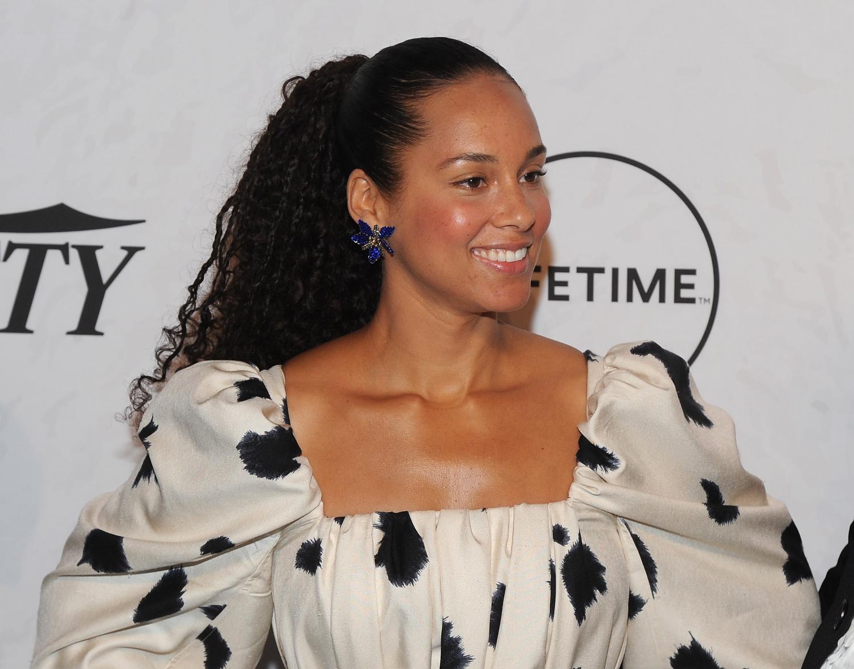 Το νέο κούρεμα της Alicia Keys είναι το πιο cool πράγμα που μπορείς να κάνεις στα μαλλιά σου τώρα!