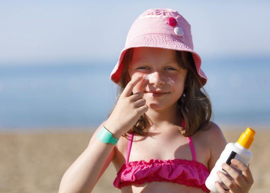 Ηλιακά εγκαύματα: Ο Δρ. Σπύρος Μαζάνης δίνει οδηγίες για την αντιμετώπιση | tlife.gr