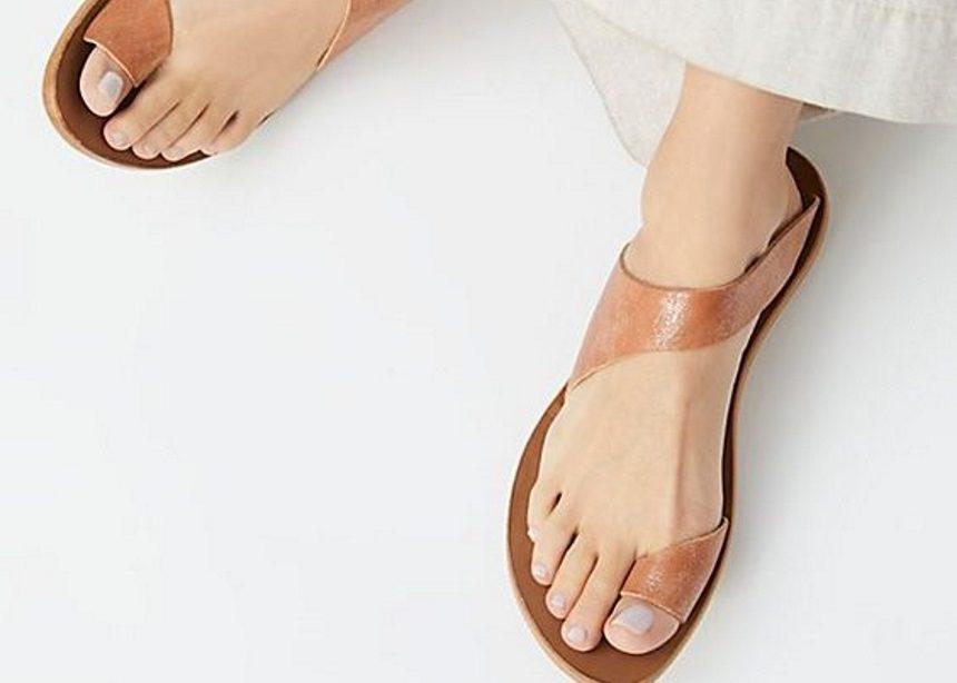 Ποια είναι τα σανδάλια που φορούν όλες οι influencers; | tlife.gr