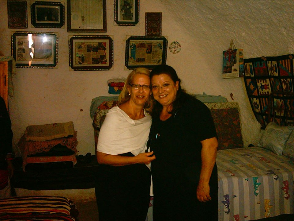 Tζέσυ Παπουτσή: Η επί 22 χρόνια φίλη και κουμπάρα της αποκαλύπτει τα δύσκολα που έζησε και ραγίζει καρδιές! [pics] | tlife.gr