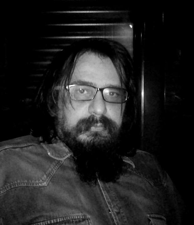 Θρίλερ με τον συγγραφέα και σκηνοθέτη Δημήτρη Ζουγκό: «Αφήστε με ν' αυτοκτονήσω!» | tlife.gr