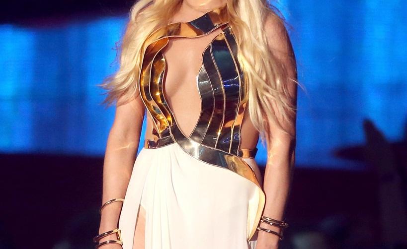 Διάσημη τραγουδίστρια αρραβωνιάστηκε με τον αγαπημένο της μετά από 18 μήνες σχέσης! | tlife.gr
