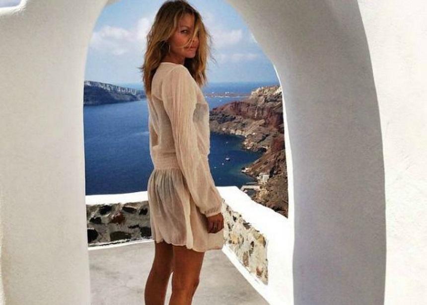 Τζένη Μπαλατσινού: H topless φωτογράφιση στην Πάτμο   tlife.gr