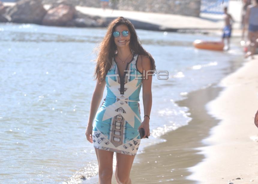 Σάκης Τανιμανίδης – Χριστίνα Μπόμπα: Μαζί σε παραλία της Σίφνου, την παραμονή του γάμου τους! [pics]