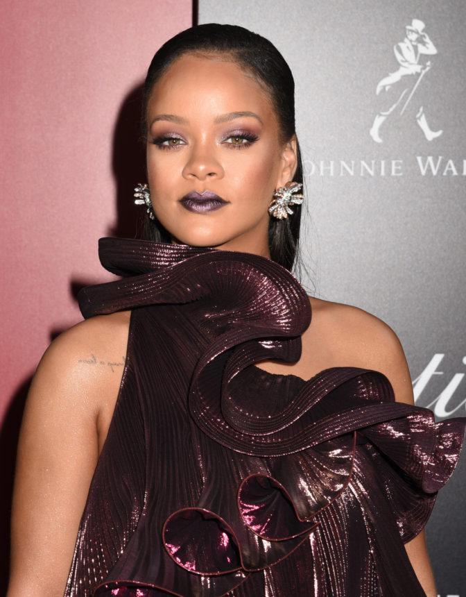 Η queen of the universe Rihanna «έσωσε» την makeup artist της που έχασε τις βαλίτσες της! | tlife.gr