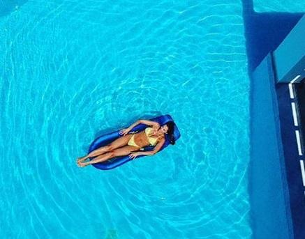 Αλέκα Καμηλά: Αναστατώνει την Κρήτη με τις αναλογίες της! [pics]   tlife.gr