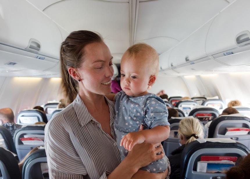 """""""Πετώντας"""" για πρώτη φορά: Πώς να κάνεις το αεροπορικό ταξίδι με το μωρό σου… παιχνιδάκι!"""