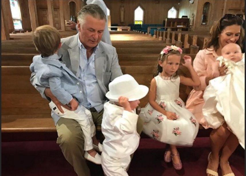 Alec και Hilaria Baldwin: Παραμυθένια βάφτιση για τους δυο γιους τους! [pics] | tlife.gr