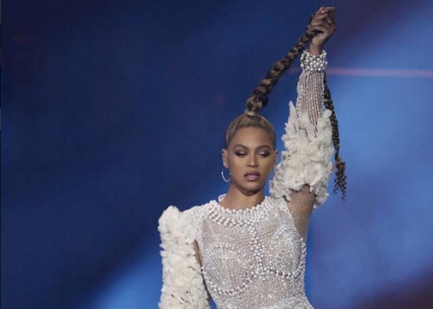 Σε περίπτωση που σου διέφυγε: η Beyonce έκοψε την κοτσίδα της στα μισά της συναυλίας! | tlife.gr